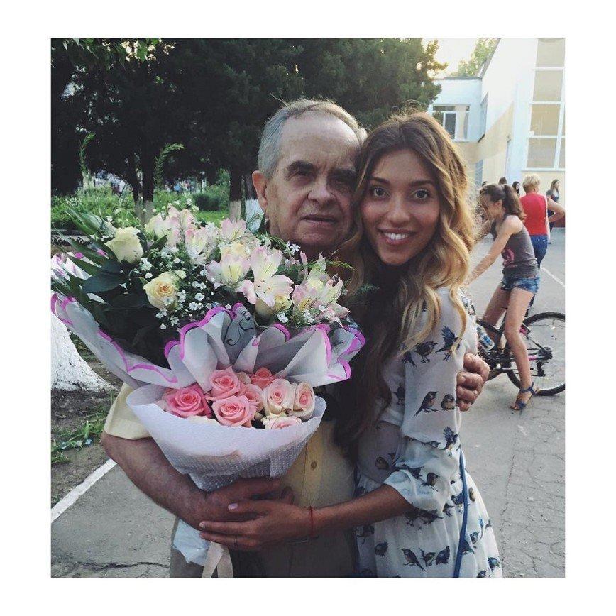 Регине Тодоренко дедушка посоветовал надевать утягивающие колготки