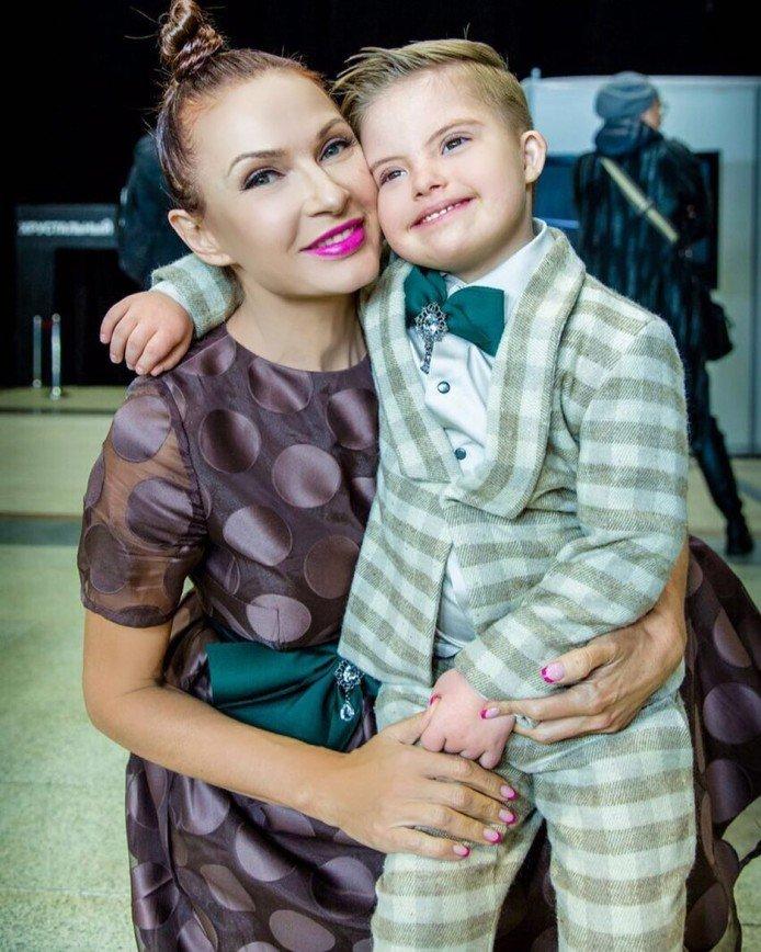 «Грустно все это»: Эвелина Бледанс готова принять мужа обратно