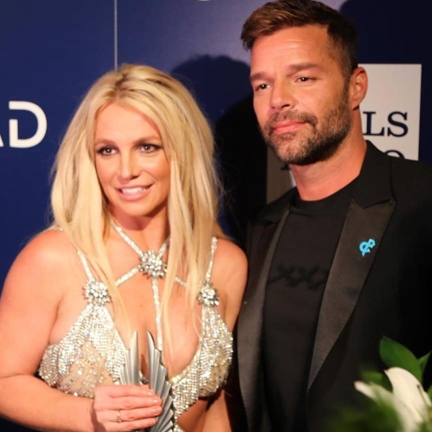 «На дворе не 2005-й»: Бритни Спирс советуют забыть про откровенные наряды