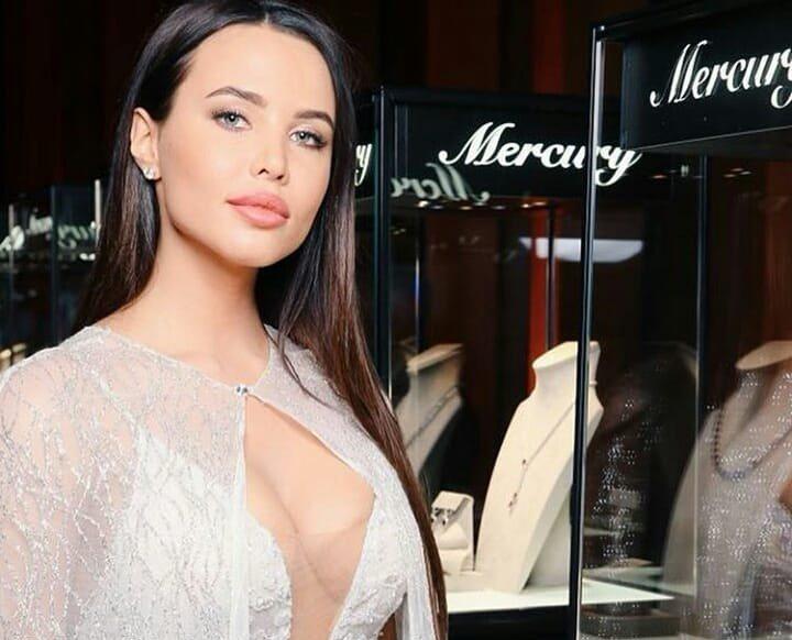 «Ещё бы фату надела»: Анастасия Решетова пришла на конкурс красоты в платье за миллион рублей