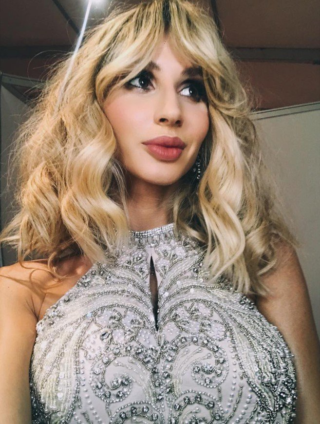 «Короны не хватает»: Светлана Лобода облачилась в наряд со стразами