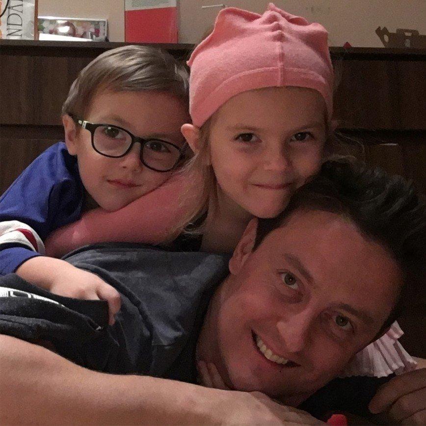 Станислав Ярушин рассказал, как укладывает детей спать