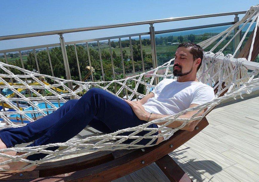 «Спал бы и спал!»: фанаты советуют Диме Билану больше отдыхать