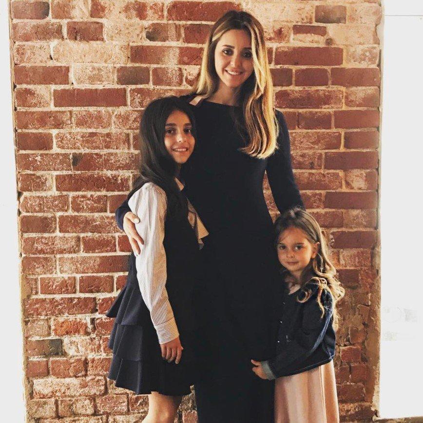 «Надо мальчишку»: Александр Ревва поделился новой фотографией жены и дочерей