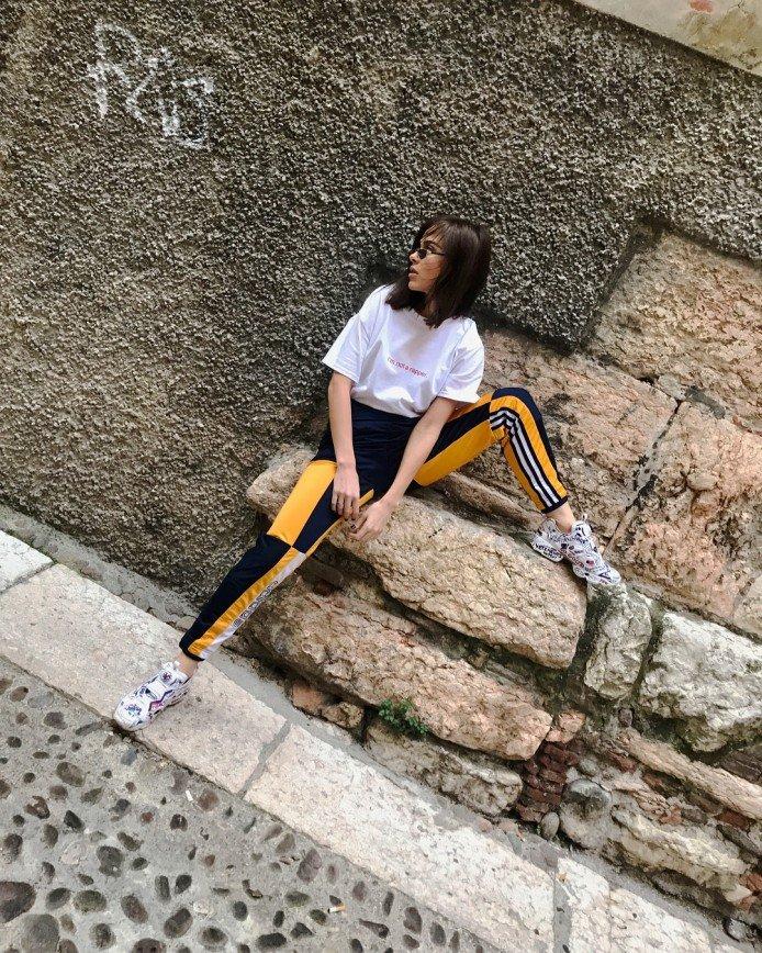 «Куда ногу подняла?»: Елена Темникова сфотографировалась в неудачной позе