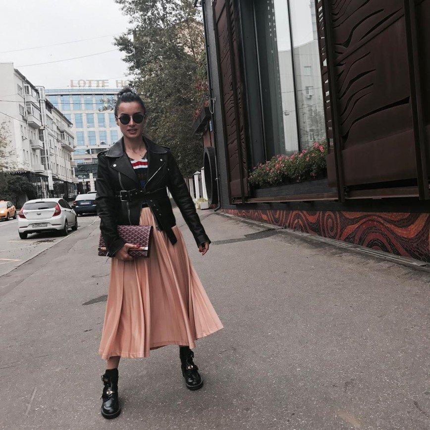 «Грех такое тело прятать»: Тина Канделаки облачилась в длинное платье