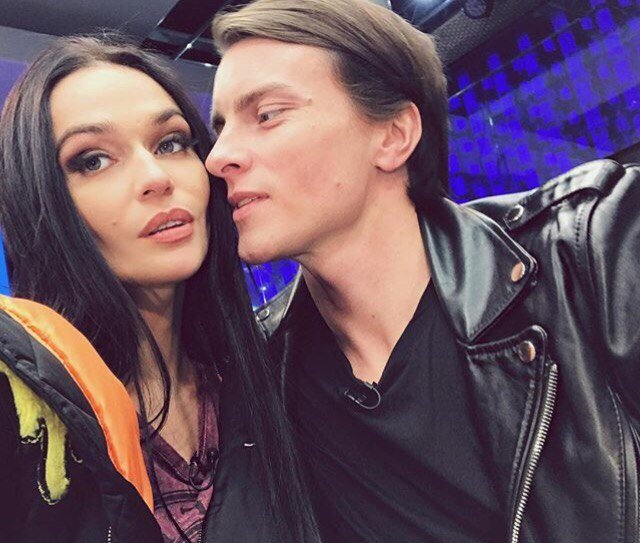 """Крючковатые когти"": Алена Водонаева шокировала маникюром"
