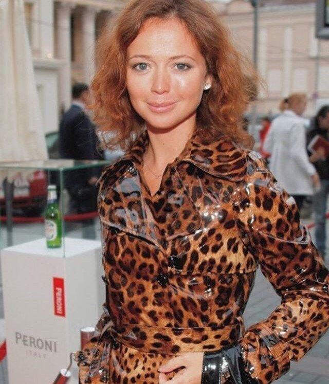 """""""Боюсь критики"""": 41-летняя Елена Захарова поделилась фото без макияжа"""