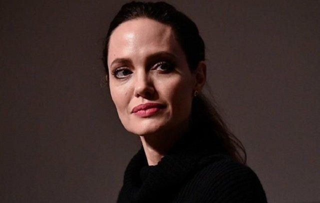 СМИ: Анджелина Джоли попала в психиатрическую клинику