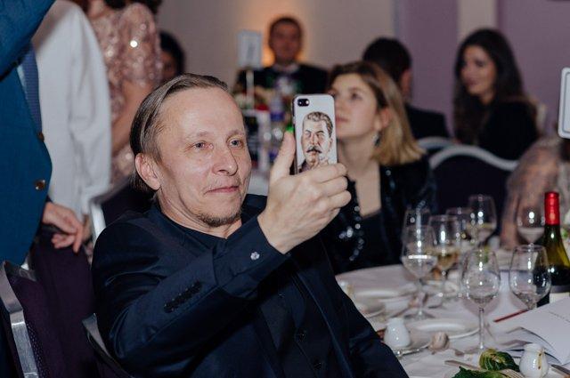 Редкий выход: Иван Охлобыстин появился на кинопремии в компании жены