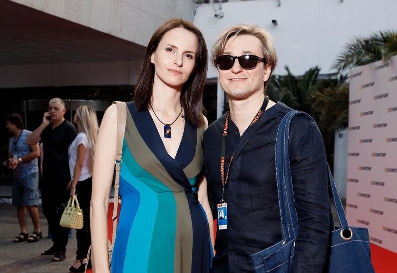 Сергей Безруков и беременная Анна Матисон приехали в Сочи на «Кинотавр»