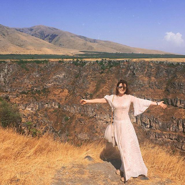Нежный ангел! Алена Хмельницкая устроила фотосессию в полупрозрачном платье