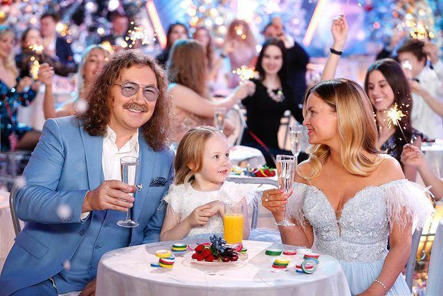 Игорь Николаев и Юлия Проскурякова впервые вывели пятилетнюю дочь на сцену