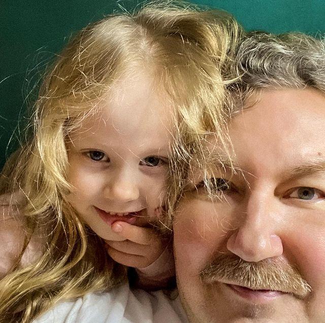 Игорь Николаев показал первый урок младшей дочери в школе верховой езды