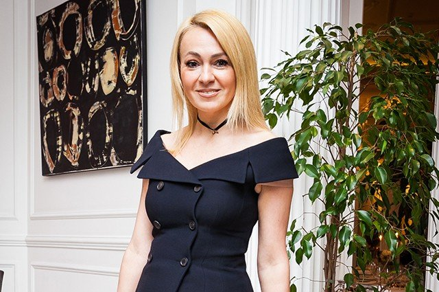 «Жилетка Яне тесновата»: Рудковская промахнулась с размером одежды