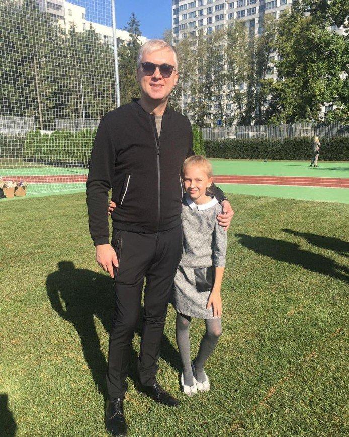 «Папина красавица»: Сергей Светлаков похвастался снимком подросшей дочери