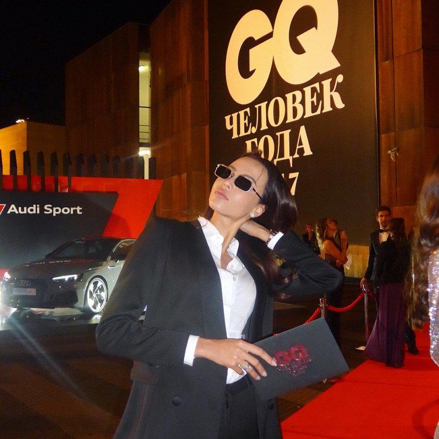 «Найдите стилиста»: Анастасия Решетова и Ксения Шипилова на премии GQ Человек года
