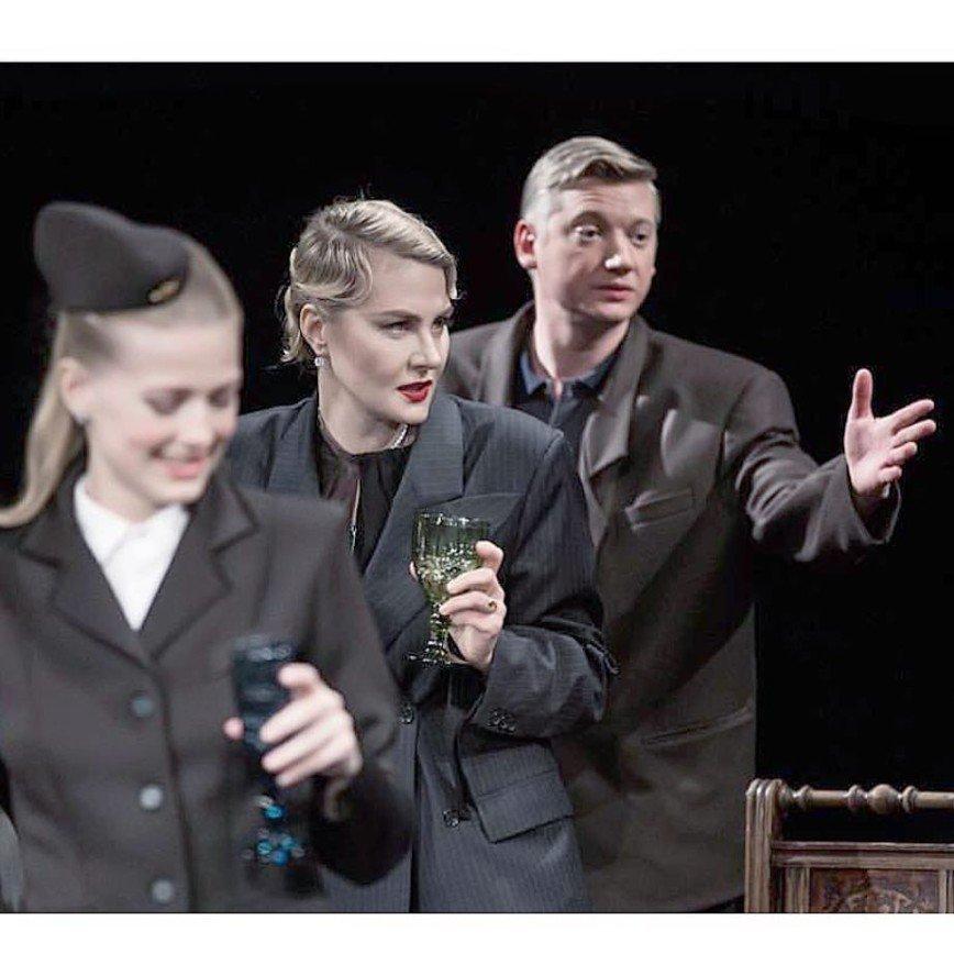 Рената Литвинова сама покупает билеты на свой спектакль