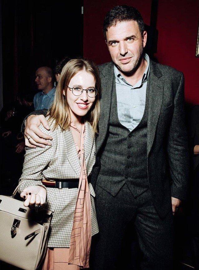 «Срочно меняйте стилиста!»: Ксению Собчак сравнили с Надеждой Крупской