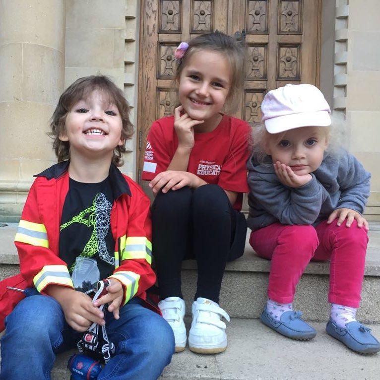 «Веселая компашка»: Максим Галкин поделился снимком двойняшек с дочкой Кристины Орбакайте