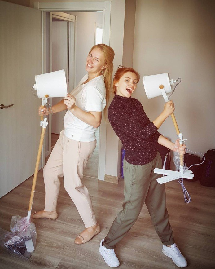 Зажигательные танцы с торшером: Ольга Кузьмина делает ремонт в квартире