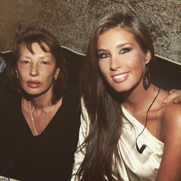 «Так сильно похожи!»: Кети Топурия поделилась фотоснимком с мамой