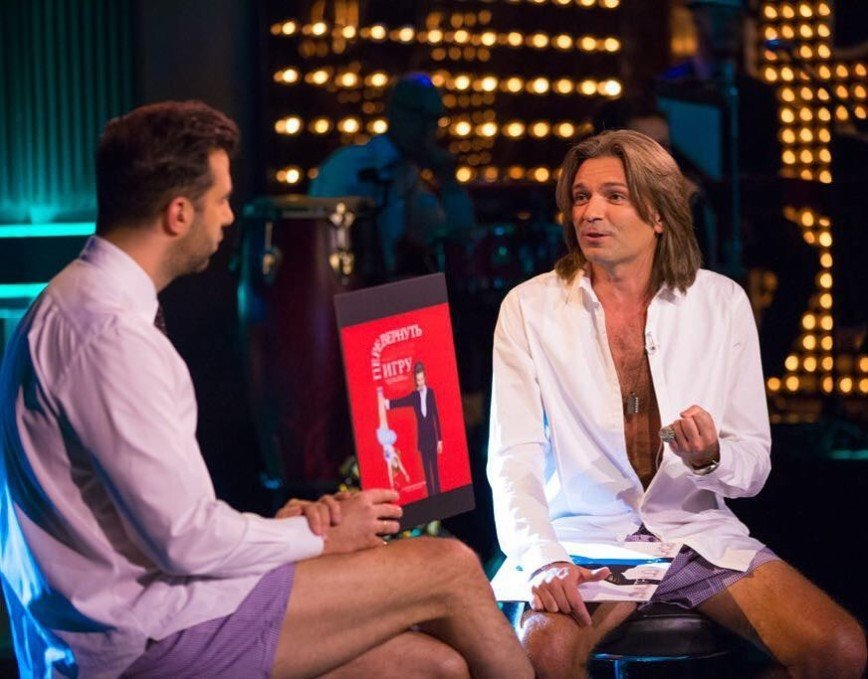 «Шоу без штанов»: Дмитрий Маликов и Иван Ургант в лиловых трусах за душевной беседой
