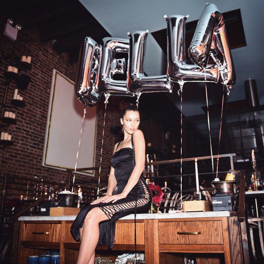«Что за срам?!»: Белла Хадид отпраздновала день рождения без нижнего белья