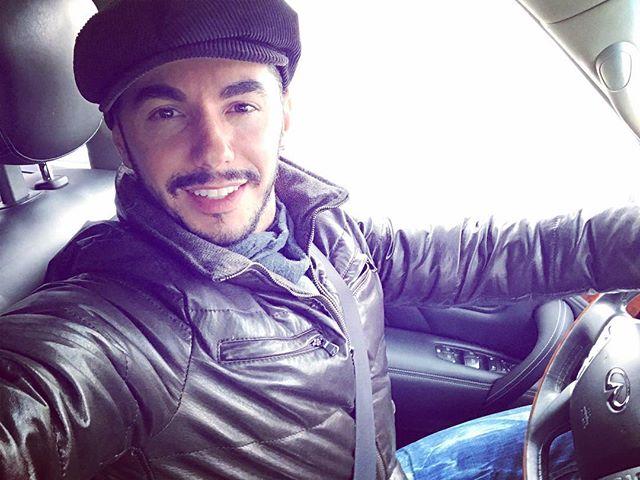 «Как ты это делаешь?»: Тимур Родригез спел на испанском языке за рулем авто