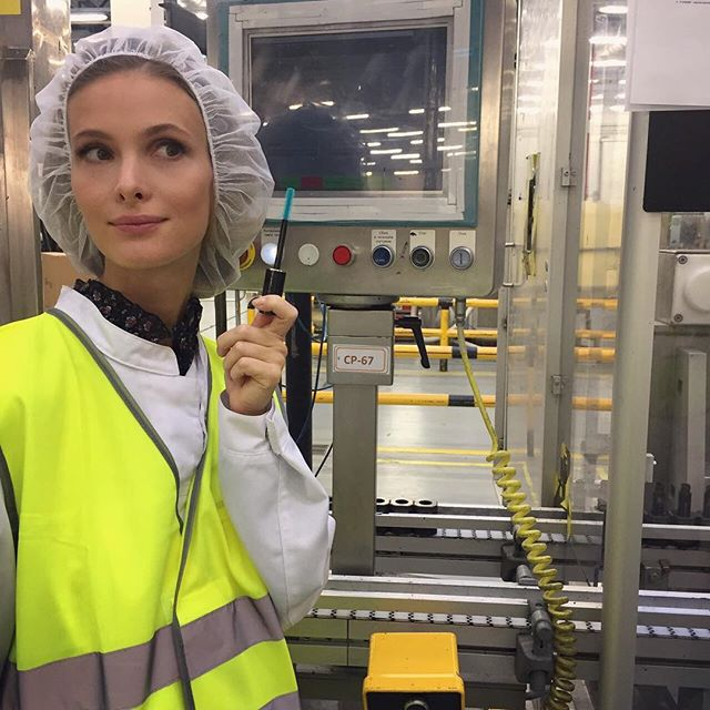 Актриса Светлана Иванова посетила завод по изготовлению косметики