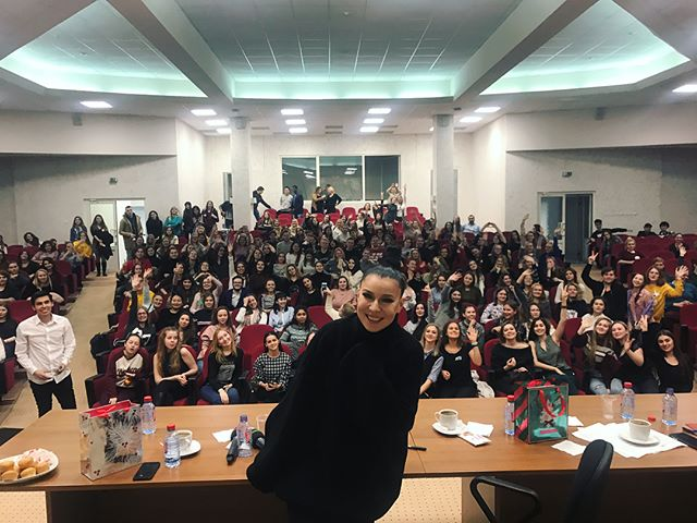 Певица Ёлка поделились профессиональным опытом со студентами РУДН