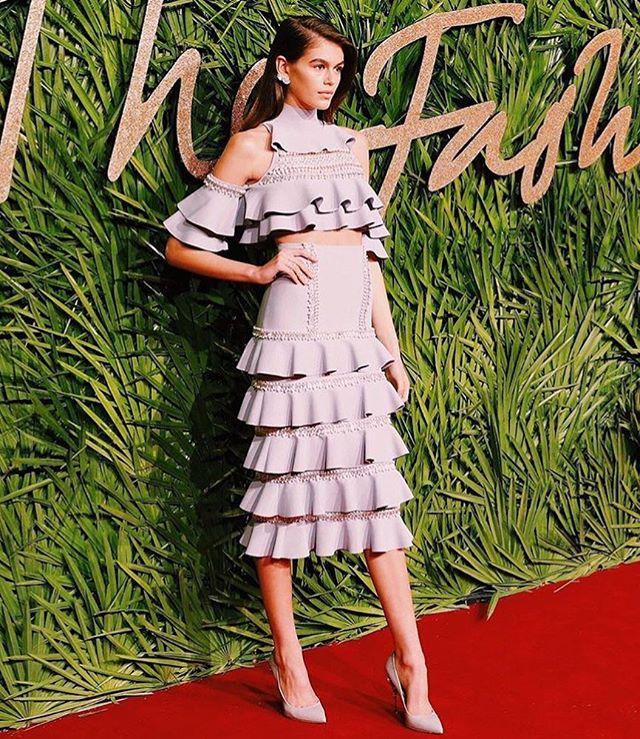 «Ангел, не иначе»: Кайя Гербер стала звездой вечера на премии The Fashion Awards
