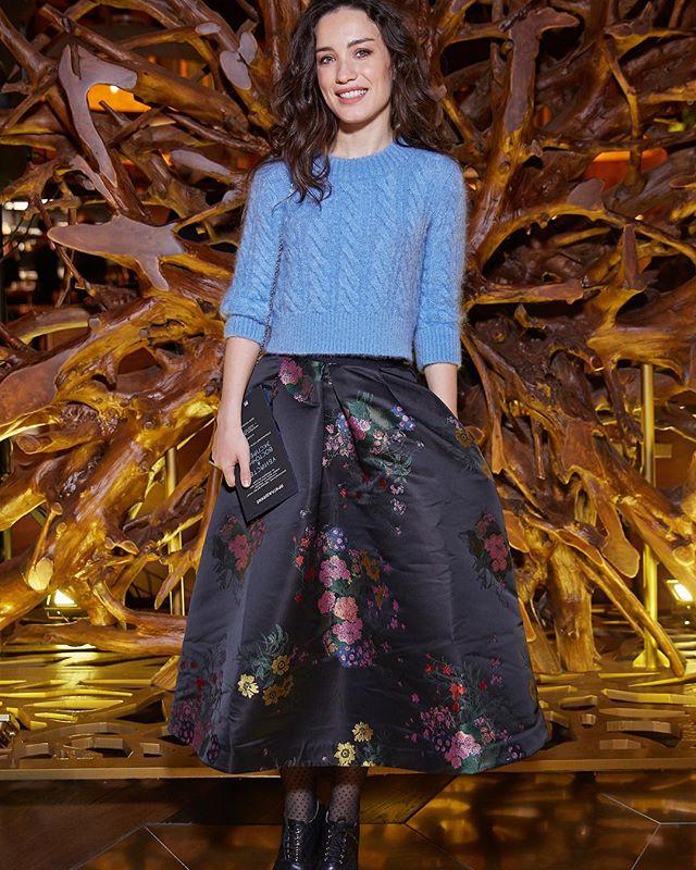 Виктория Дайнеко удивила поклонников старой юбкой на светском мероприятии