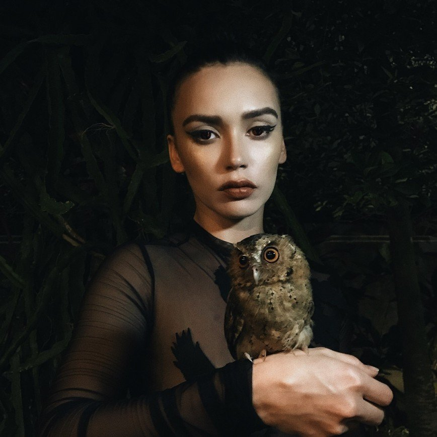 «Какая пошлость»: Ольга Серябкина пишет стихи в нижнем белье
