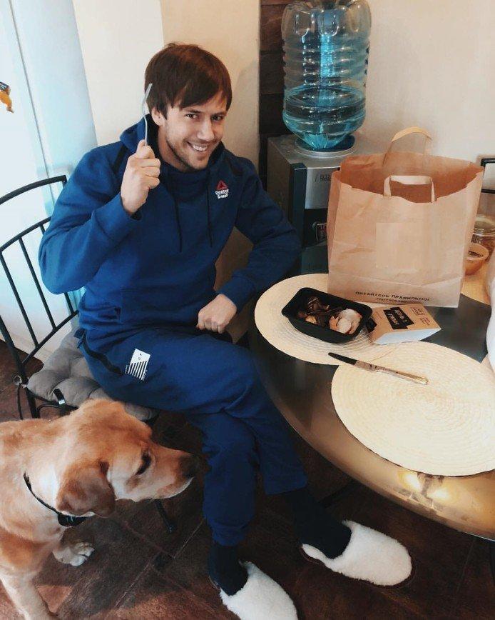 «Температура 40,4 градуса»: Иван Жидков попал в больницу с отравлением