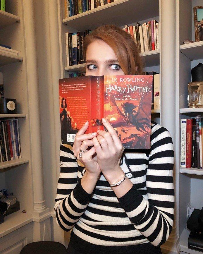 «Лучше б Пушкина читала»: книга о Гарри Поттере в руках у Водяновой не обрадовала ее поклонников