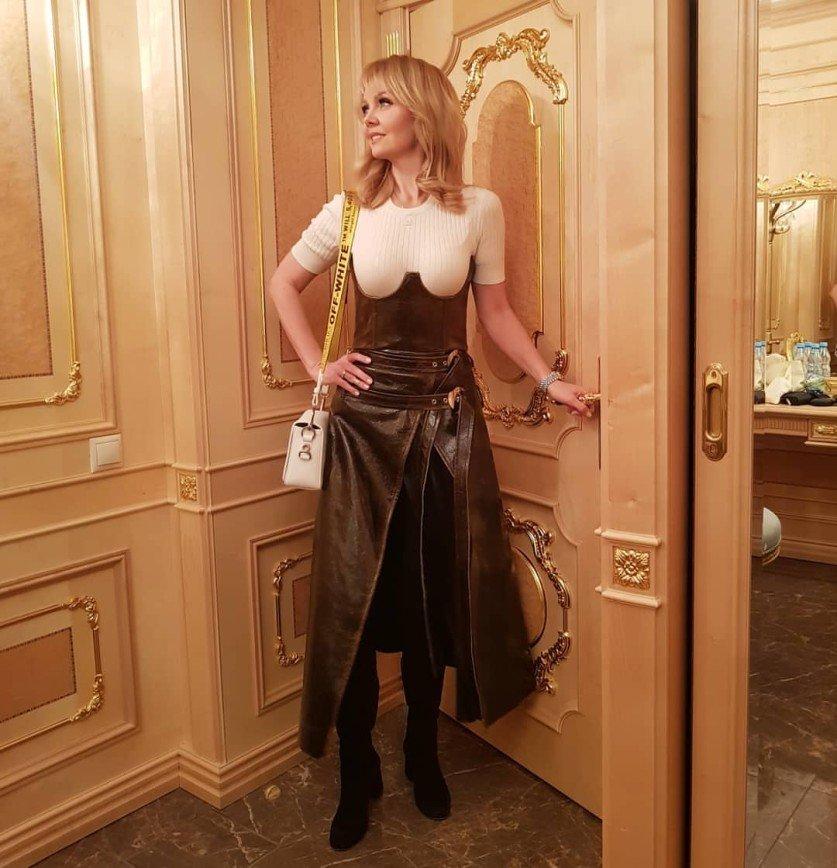 «Унижение для такой богини стиля»: наряд Валерии сочли безвкусным