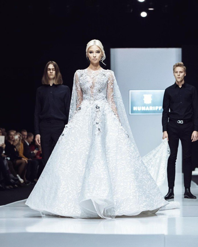 «Напоминает самку паука»: Алена Шишкова смутила поклонников новым платьем