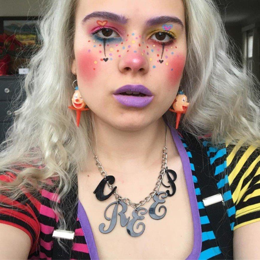 «Это настоящая революция в макияже»: бьюти-блогеры начали украшать нос рисунками