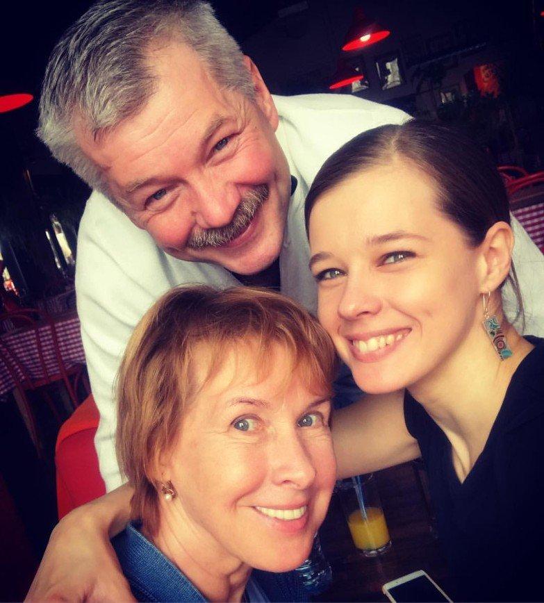 «На папу похожа»: Екатерина Шпица поделилась семейным снимком