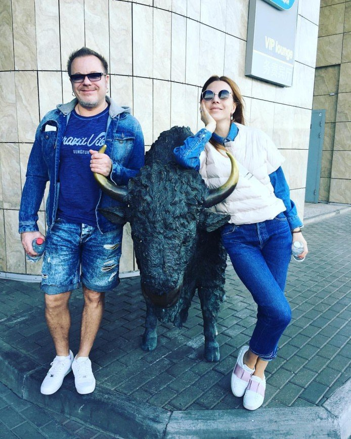 """""""Надо бы уже прятать ножки"""": наряд Владимира Преснякова вызвал неожиданную реакцию"""