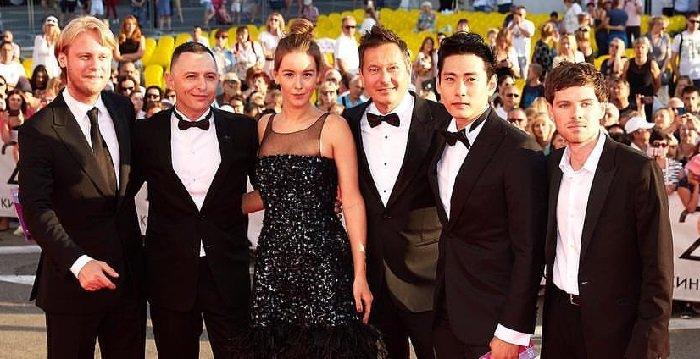«Почему не с Петровым?»: Ирина Старшенбаум на «Кинотавре» оставила возлюбленного в стороне