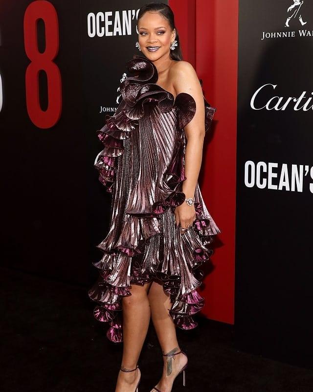 «Как кудрявый баклажан»: вечернее платье Рианны вызвало смешные ассоциации