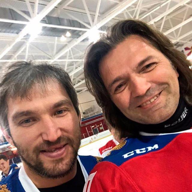 Дмитрий Маликов вышел на лед вместе с Александром Овечкиным