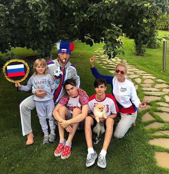 «Она за деньги отказалась от ребенка»: Яна Рудковская рассказала о родной матери своего приемного сына