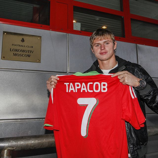 «Жалко стало?»: «Локомотив» продлил контракт с Тарасовым после рождения дочери