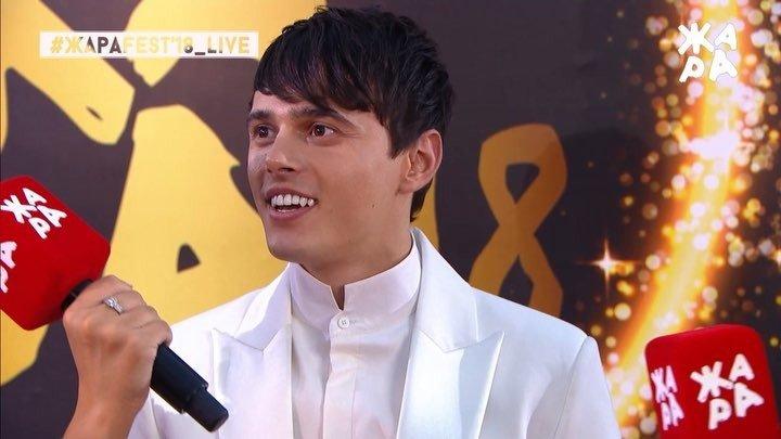 Никита Алексеев ослепил улыбкой на «Жаре-2018»