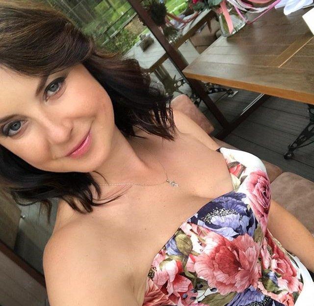 Ирину Слуцкую из-за необычного макияжа с трудом узнали на новом фото