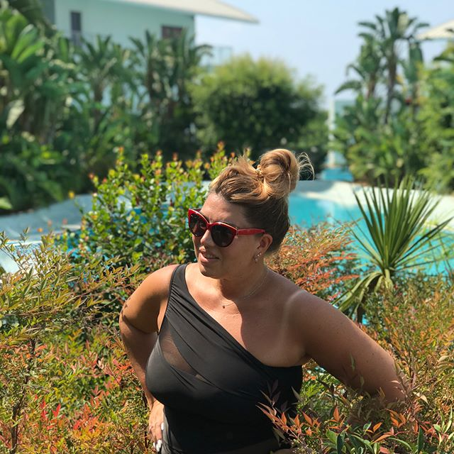 Екатерина Скулкина похвасталась эффектными формами в купальнике
