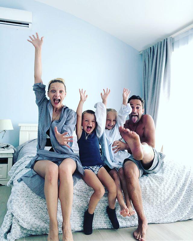 Семейное счастье Екатерины Вилковой: актриса с детьми отдыхает за границей